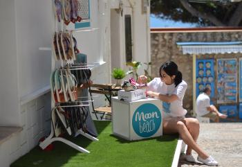 Moon Beach shop